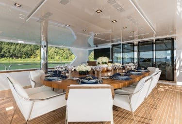 CHASSEUR Bridge Deck Dining