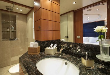 L'EQUINOX Guest Bathroom