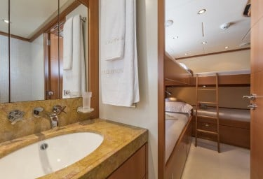 L'EQUINOX Twin Cabin Bathroom