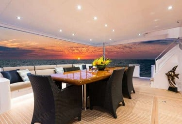 SEA GLASS 74 Aft Deck Dining