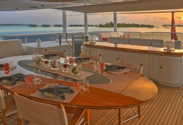TRIPLE SEVEN Bridge Deck Aft Dining