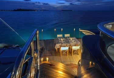 TRIPLE SEVEN Swim Platform Dinner Setting