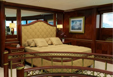 Luxury Charter Yacht MY SEANNA VIP Suite