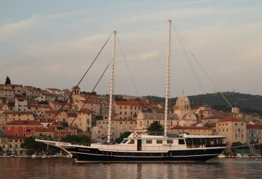 Luxury Motor Sailer AURUM Profile