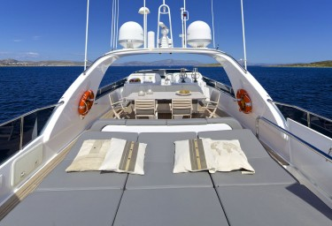 Luxury Motor Yacht CUDU Flybridge Sunbeds