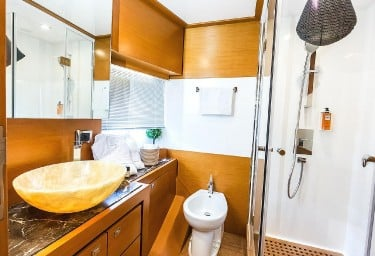 ENJOY Twin Cabin Bathroom