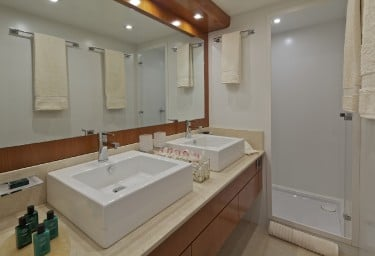 HELIOS Master Bathroom