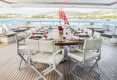 LIGHT HOLIC Aft Deck Dining