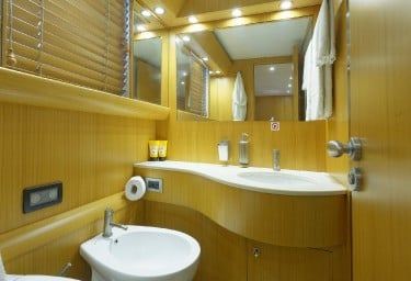 MINOU Twin Cabin Bathroom