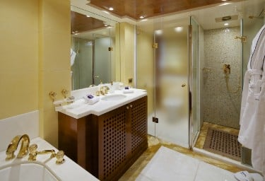 O'CEANOS Double Cabin Bathroom