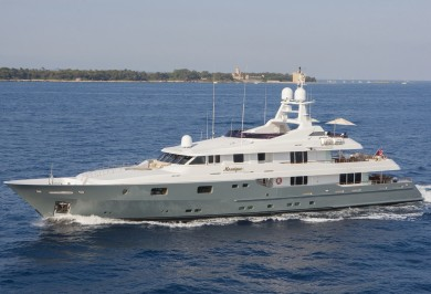Charter Yacht MOSAIQUE Profile Underway