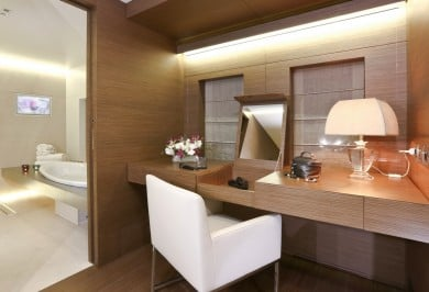Charter Yacht OURANOS Master Vanity