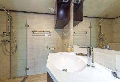 Luxury Yacht NAVILUX Ensuite Bathroom