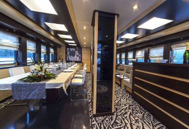 Luxury Yacht NAVILUX Saloon and Bar