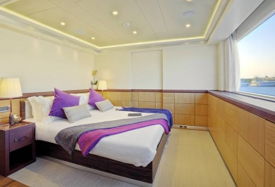 Quaranta Starboard Guest Stateroom