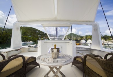 Charter Catamaran KINGS RANSOM Flybridge Relaxation