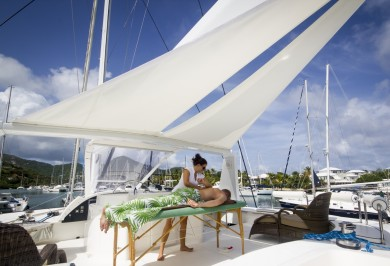 Sailing Catamaran KINGS RANSOM Flybridge Massage