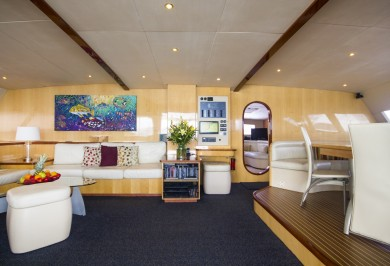 Luxury Yacht KINGS RANSOM Main Saloon