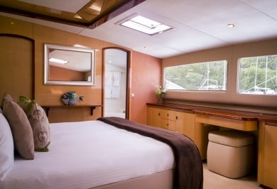 Sailing Catamaran KINGS RANSOM Master Cabin