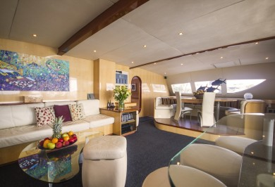 Catamaran KINGS RANSOM Main Saloon with Interior Dining Space