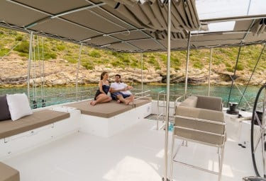Sailing Catamaran MOYA Flybridge Relaxation