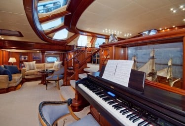 Sailing Yacht HYPERION Spacious Main Saloon