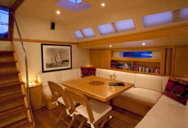 Luxury Charter Sailing Yacht OCEANS SEVEN2 Saloon