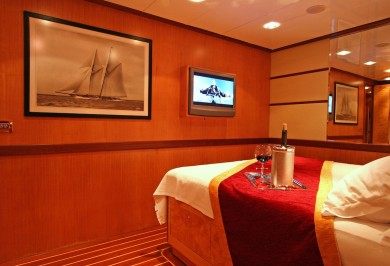Serenity 86 Double Guest Stateroom