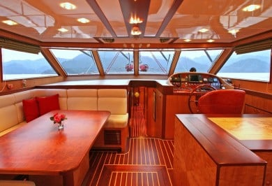 Serenity 86 Saloon Helm Station