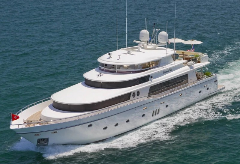 Charter Yacht Diamond Girl